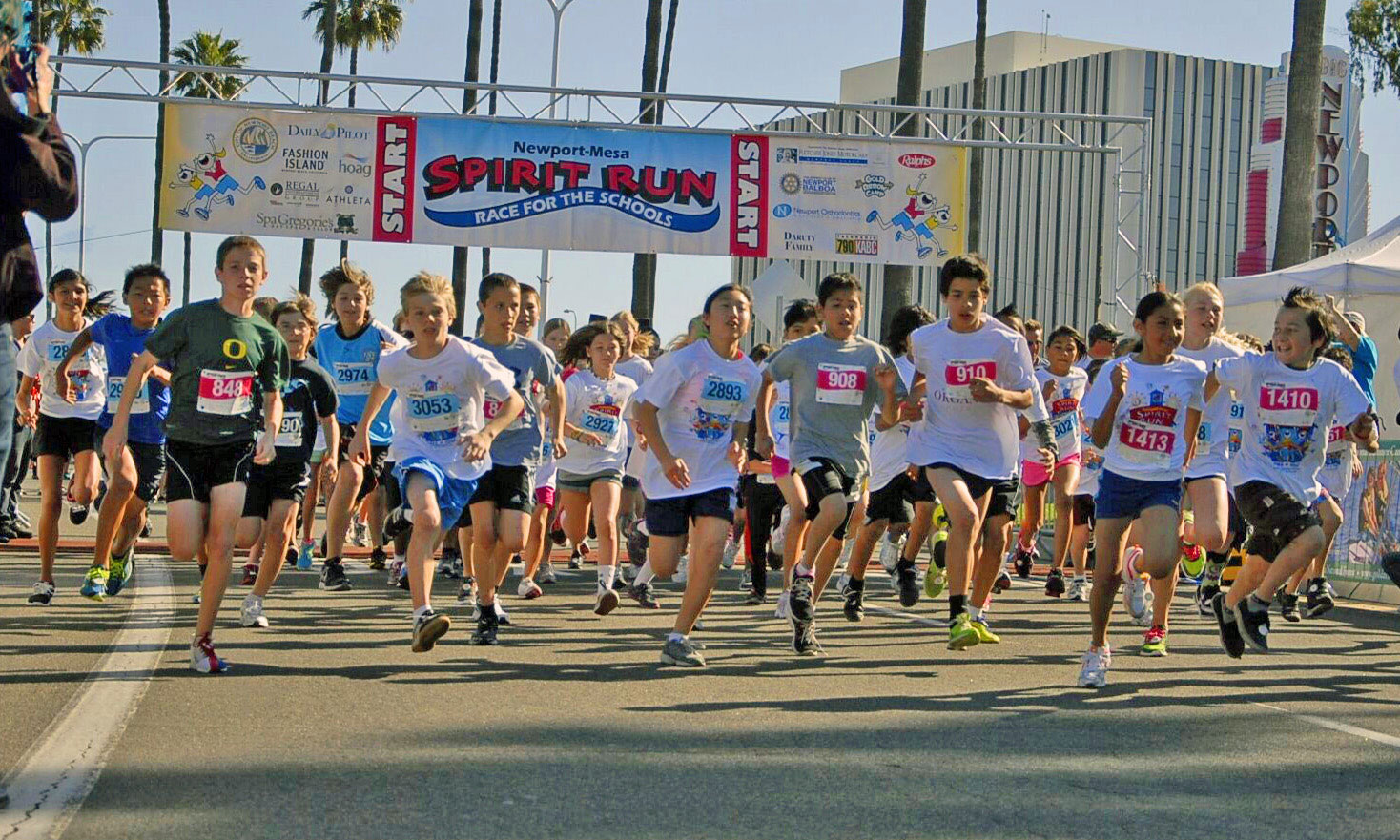 Youth runners at starting line