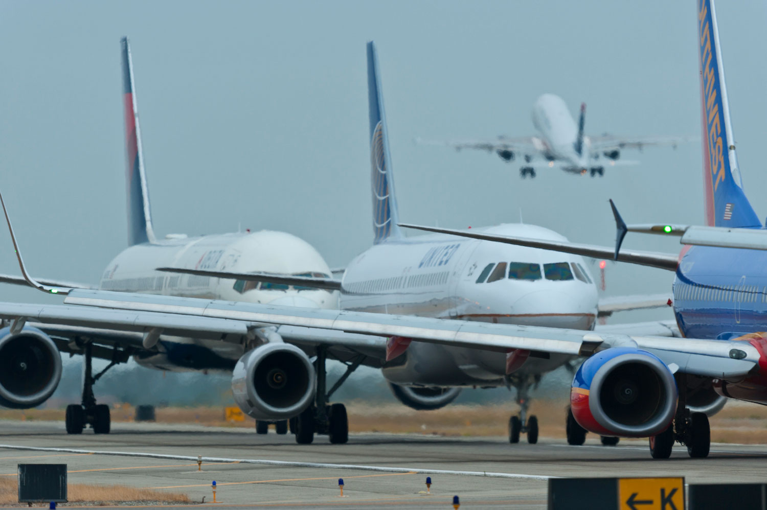 JWA commercial traffic jets
